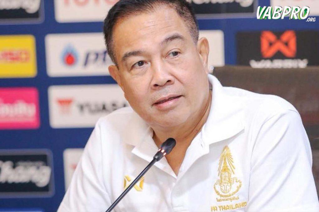 พลตำรวจเอกสมยศ พุ่มพันธุ์ม่วง นายกสมาคมกีฬาฟุตบอลแห่งประเทศไทย - vabpro.org